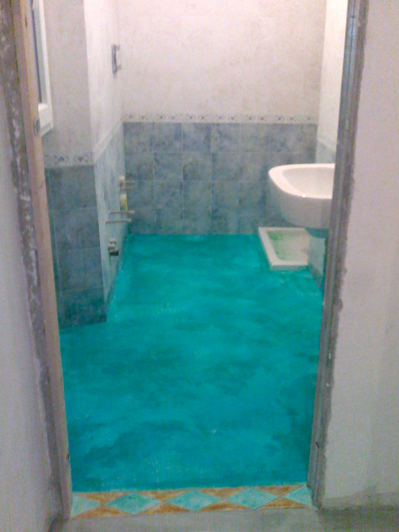 Bagno pavimento acidificato turchese