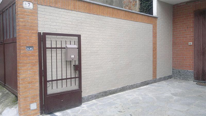 Intonaco - mattoni colorati e bianchi
